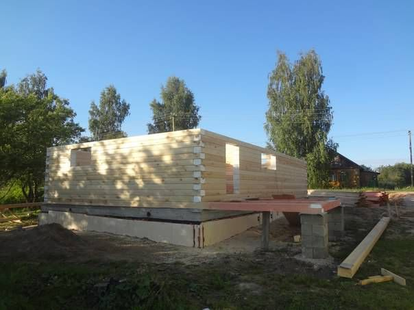 Дом из профилированного бруса наполовину готов