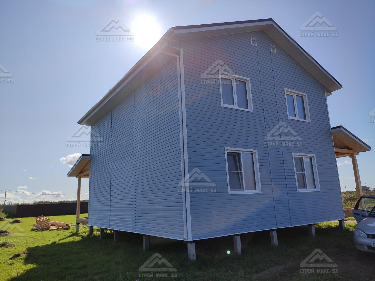 каркасный дом голубой сайдинг